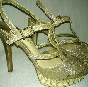 Like new Gianna Bini gold glitter heels